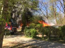 Gewonde bij vuurzee op camping bij Ootmarsum: meerdere chalets in vlammen op