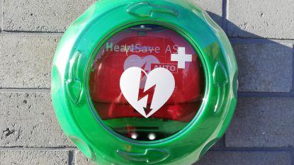 Oppositie breekt lans voor meer AED-toestellen