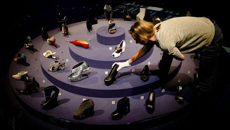 Schoenen worden tentoongesteld in de heropende Kunsthal. Beeld epa