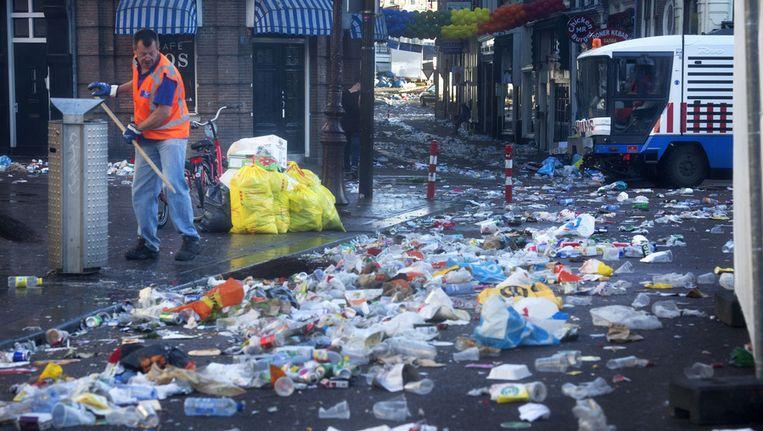 Schoonmaak van het Rembrandtplein een dag na de Gaypride. Beeld anp