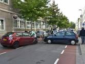 Automobilist botst op kerende auto in Tilburg
