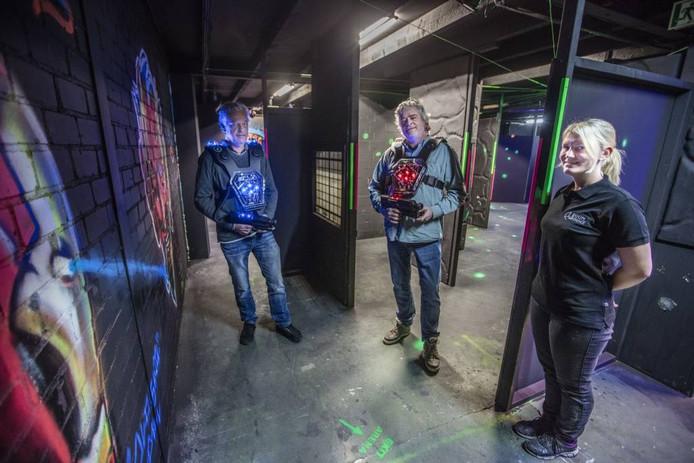 Olav en Chris van Broekhoven en Nikkie Bakermans (vlnr). De broers runnen Roomexperience Geldrop; Nikkie gaat daar werken.