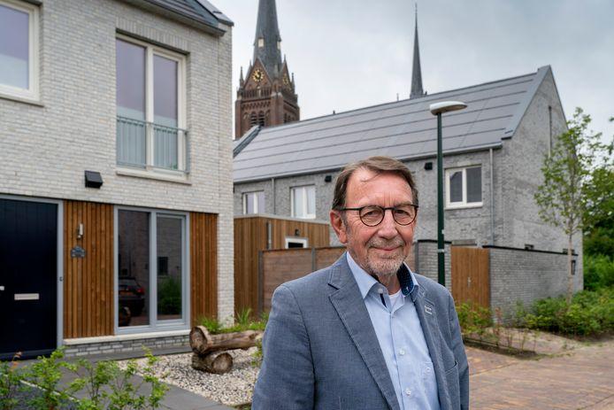 """De Haarense wethouder Harry van Hal bij een fraai nieuwbouwwijkje achter het gemeentehuis in het dorp Haaren. ,,We bouwen veel in Haaren, maar daar slaan we ons niet voor op de borst. Het zit ons nu mee."""""""
