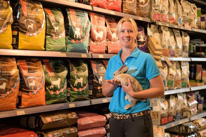 Ellen Hartman, eigenaresse dierenwinkel.