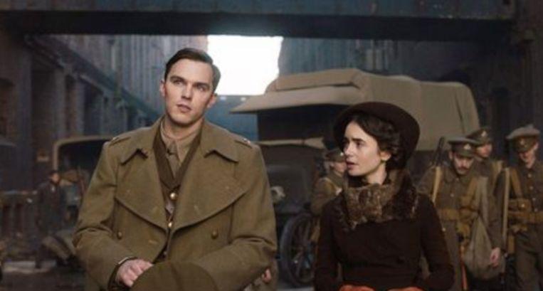 Nicholas Hoult (links) als Tolkien in de nieuwe biografische film.