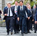 De Franse president Emmanuel Macron (l) en premier Mark Rutte in Sibiu.