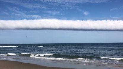 Indrukwekkende rolwolk te zien boven de oceaan in Virginia
