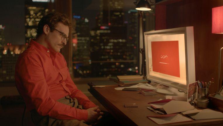 Joaquin Phoenix krijgt in 'Her' een relatie met een niet-bestaande vrouw (Scarlett Johansson) Beeld Het Parool