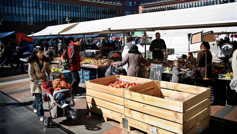 De markt op het Bos en Lommerplein Beeld Floris Lok