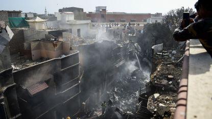 """Overlevende vliegtuigcrash Pakistan getuigt: """"Ik maakte mijn gordel los, liep in de richting van het licht en sprong drie meter naar beneden"""""""