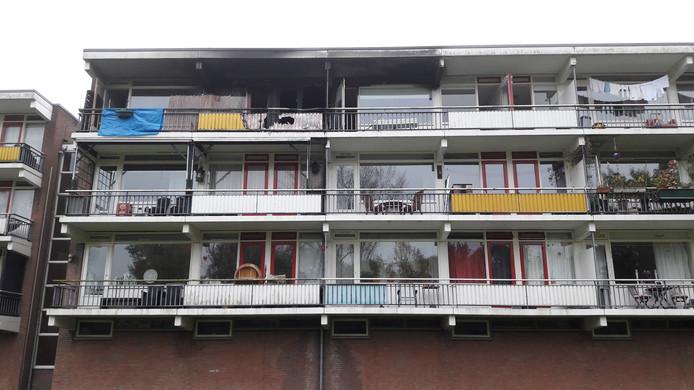 De appartementen in Zutphen zijn onbewoonbaar na de brand.