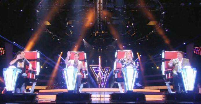 Alle leden van de jury draaiden zich tegelijkertijd om tijdens het eerste optreden van Karlijn in The Voice Kids