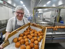 Deze Twentse bakkerij bakt de komende dagen 150.000 oliebollen