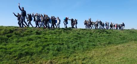 Scholieren uit Hasselt wandelen 1242 euro bij elkaar