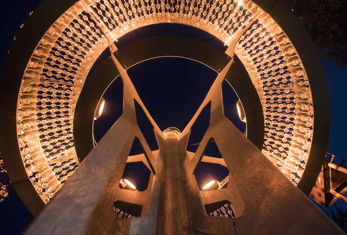 Het nieuwe lichtobject maakt de tongen los in Tubbergen.