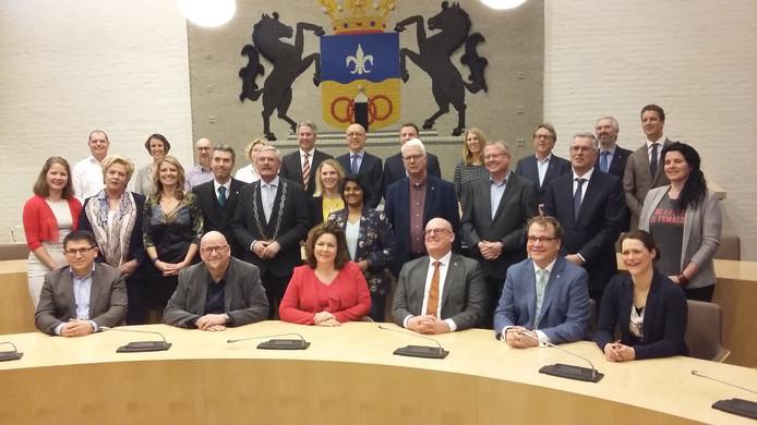 De nieuwe gemeenteraad van Dronten bij de presentatie in 2018.  De Kruijff staat op de achterste rij, derde van links.