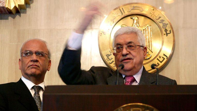 Links onderhandelaar Saeb Erekat en rechts Mahmoud Abbas Beeld EPA