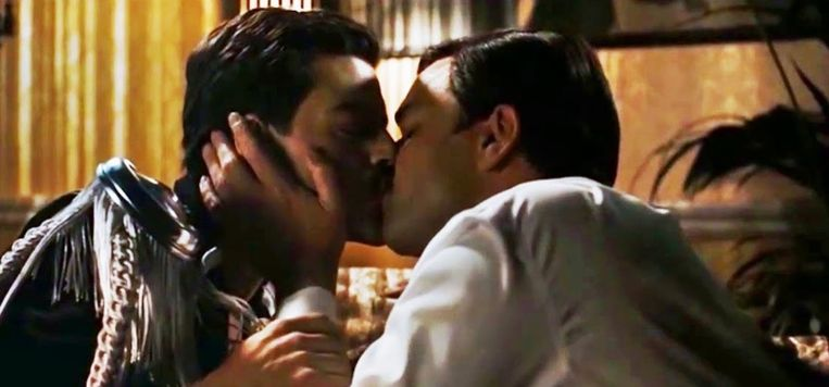 Deze homoseksuele scène is niet te zien in de Chinese versie van 'Bohemian Rhapsody'.