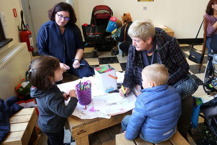 Kinderen konden tekenen terwijl ouders nieuwe spulletjes uitzochten.