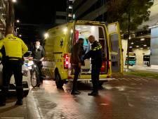 Man gewond door steekpartij tegenover centraal station Arnhem: verdachte nog op de vlucht