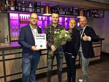 CDA Twenterand zet 'held' Jordi Voort in zonnetje met Valentijnsboeket