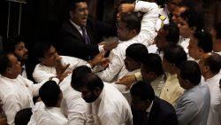 Sri Lankaanse regeringscrisis mondt uit in vechtpartij