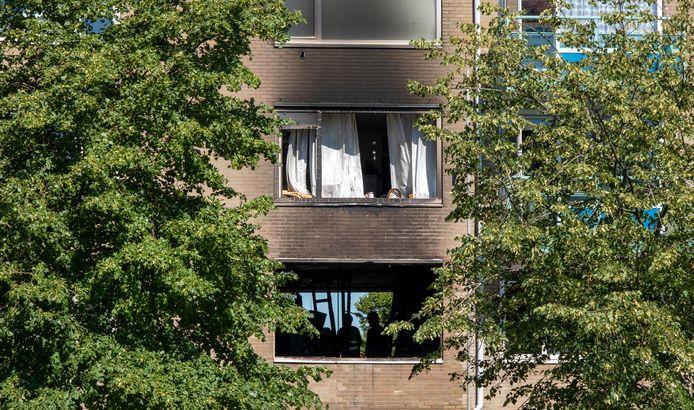 De explosie in de flat volgde op een brand die door onbekende oorzaak is ontstaan.