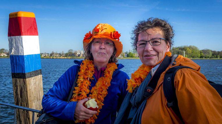 De eerste oranjefans bij het Groothoofd in Dordrecht Beeld anp