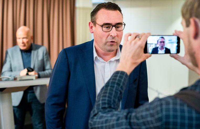 Richard de Mos en Peter Plasman na afloop van de persconferentie over de nieuwe partij. Beeld Freek van den Bergh / de Volkskrant