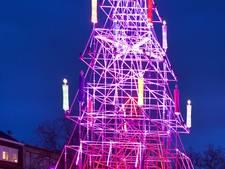 Kerstboom van steigerbuizen steelt de show in Arnhem
