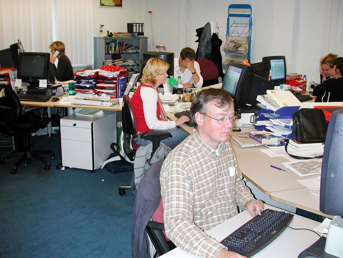 Jeroen van Sambeeck (op de voorgrond) op de redactie van het ED in 2004.