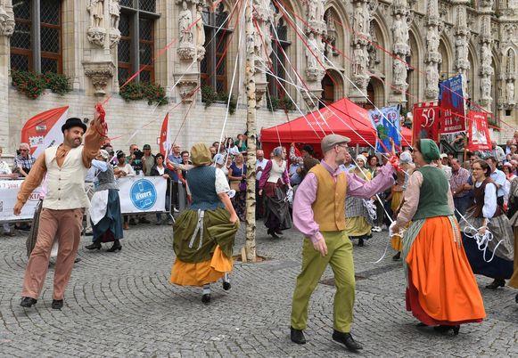 De Meyboom wordt traditioneel 'ingedanst' door volksdansgroepen. Het is zo goed als zeker dat die traditie op 9 augustus doorbroken moet worden door de coronamaatregelen.