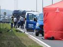 Het ongeval vond plaats in de Aziëstraat. (Het blauwe busje op de foto was niet betrokken.)