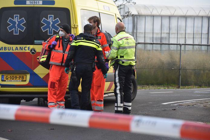 De fietser werd op de Roemer geschept door een auto. Het slachtoffer is overgebracht naar het ziekenhuis.