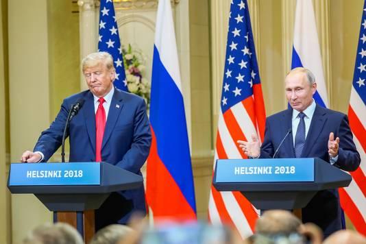 Trump en Poetin tijdens hun gezamenlijke persconferentie.