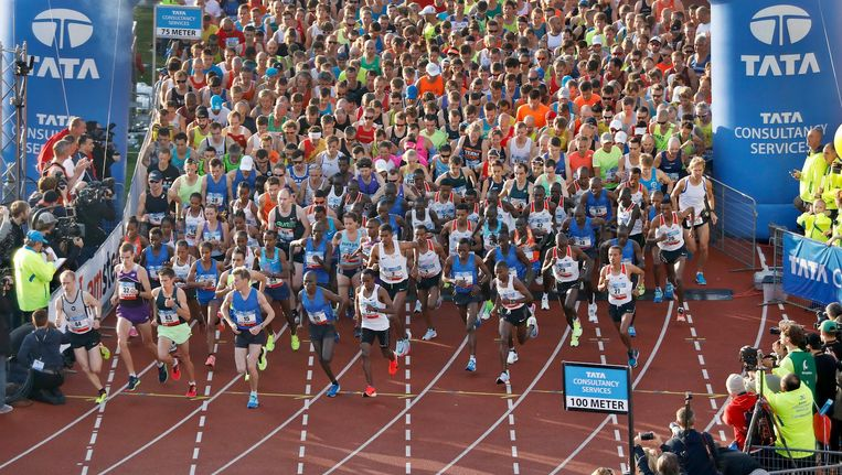 Deelnemers aan de marathon van vorig jaar in het Olympisch Stadion. Beeld anp