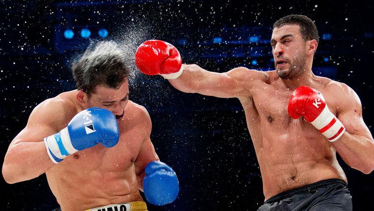 Badr Hari (r) tegen Zabit Samedov bij de K1 wedstrijd tijdens de World Grand Prix in Zagreb. 2013. Hij won destijds op punten. Beeld null