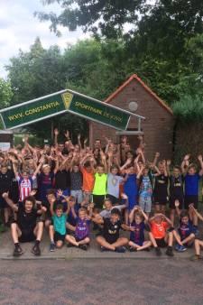 Jubileum-editie: Constantia Wanroij neemt voor 50ste keer kinderen mee op voetbalkamp