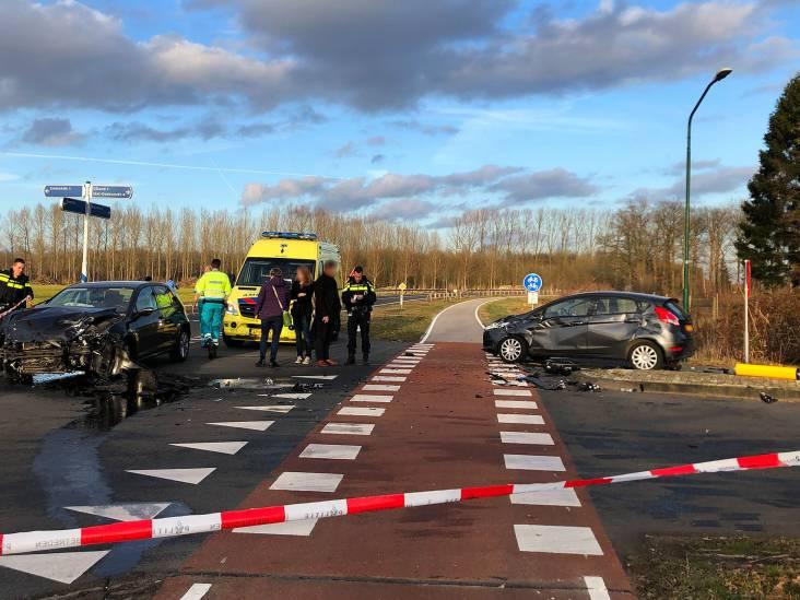Ravage na botsing tussen drie auto's in Sint-Oedenrode, inzittende gewond naar ziekenhuis