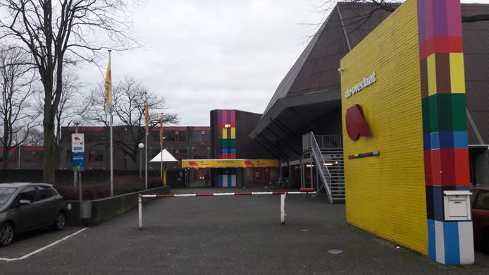 De Overlaat was in de regio de school met de grootste stijging van het aantal aanmeldingen voor het schooljaar 2018-2019. Dat het een excellente school is heeft meegespeeld.
