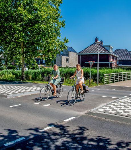 Fietsoversteek Zeelt-Weideveld wordt veiliger: 'Een plek waarvan je weet dat het verkeerd gaat'
