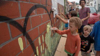 Kinderen schilderen toekomstdroom op muur Reigerspark