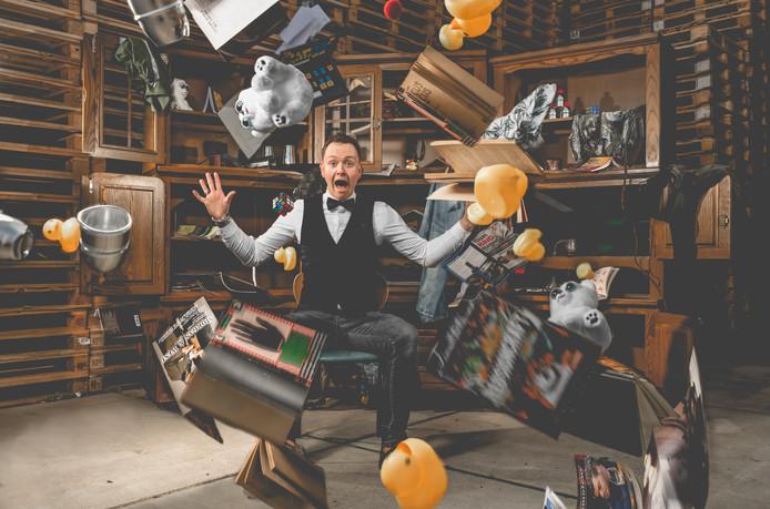 Alles uit de kast! is de eerste theatershow van magisch entertainer Evert van Asselt