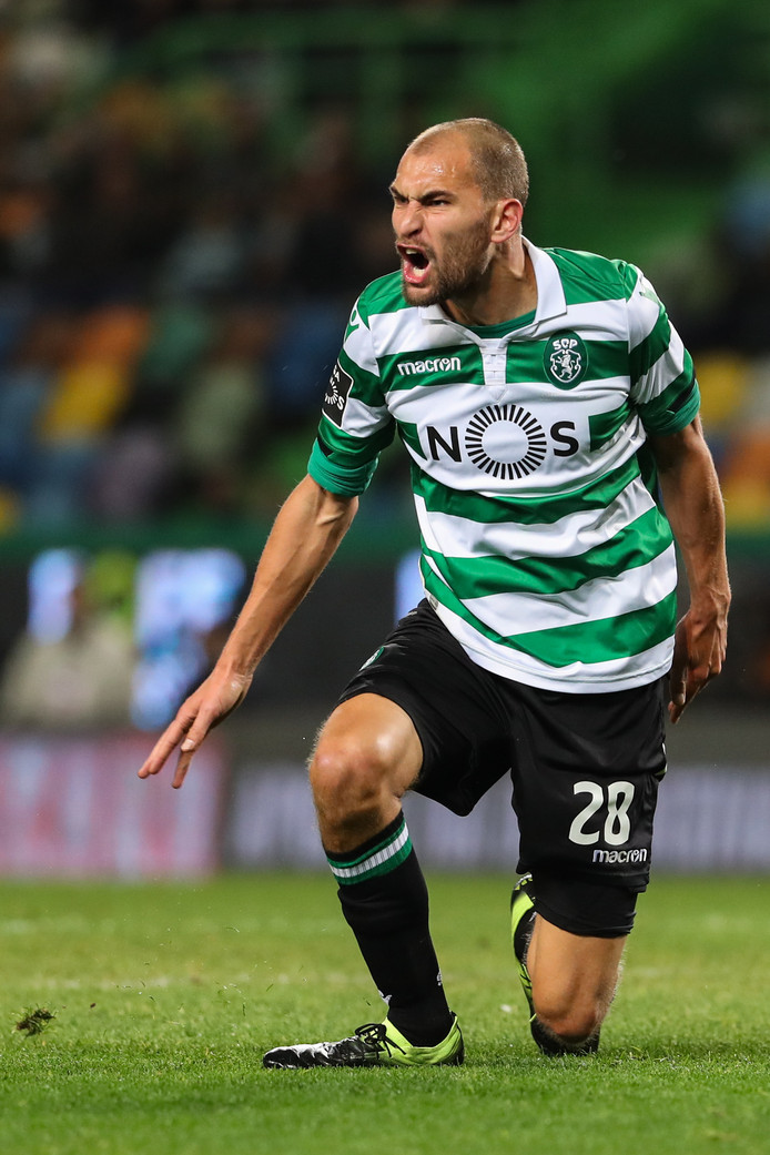 epa07301129 Sporting´s player Bas Dost reacts during the Portuguese First League soccer match against Moreirense held at Alvalade stadium in Lisbon, Portugal, 19 January 2019.  EPA/ANTONIO COTRIM