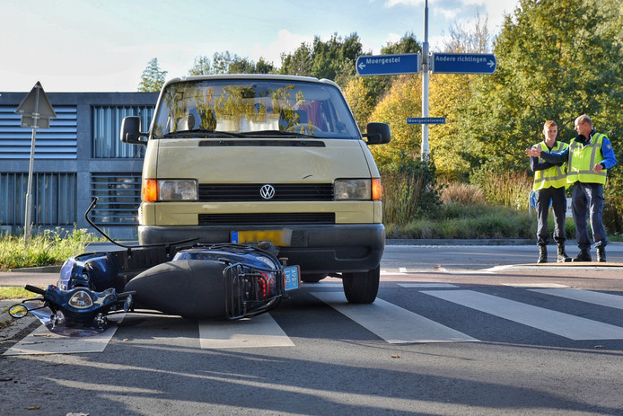 Scooterrijder gewond na ongeluk in Oisterwijk.