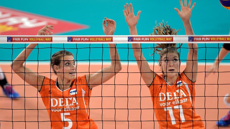 Robin de Kruijf (l) is Nederlands beste volleybalster. Beeld ap