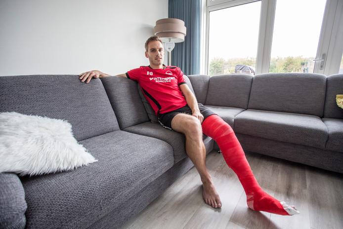 SVBV-speler Frank Oltvoort raakte zondag zwaar geblesseerd. ,,Ik zag dat mijn knie er naast lag. Ik was even van de wereld.''