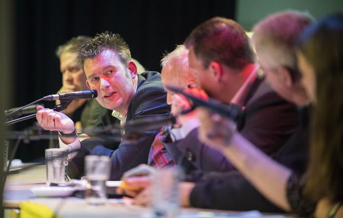 Han Boer (D66) in discussie bij lijsttrekkersdebat in Neede met Betsy Wormgoor (PvdA) en Bennie Morsink (OBL).
