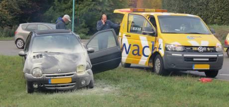 Auto vat vlam na botsing in Veenendaal