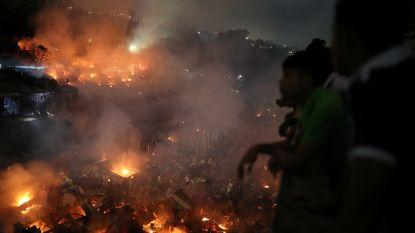 """Gigantische brand verwoest duizenden woningen in sloppenwijk Bangladesh: """"50.000 mensen dakloos"""""""